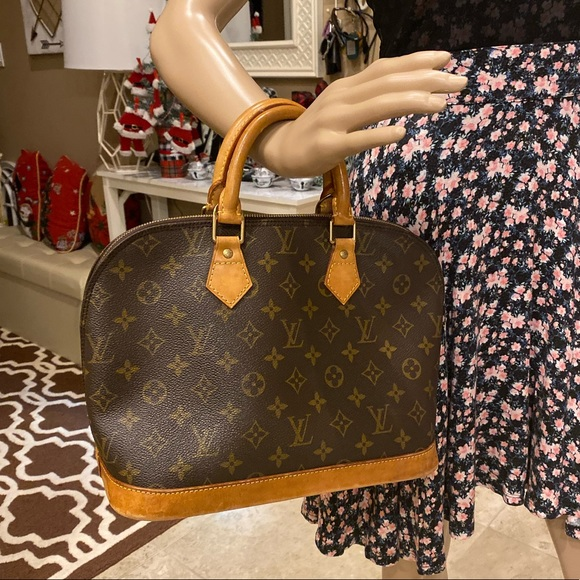 Louis Vuitton Handbags - Authentic Louis Vuitton Alma  Hand Bag